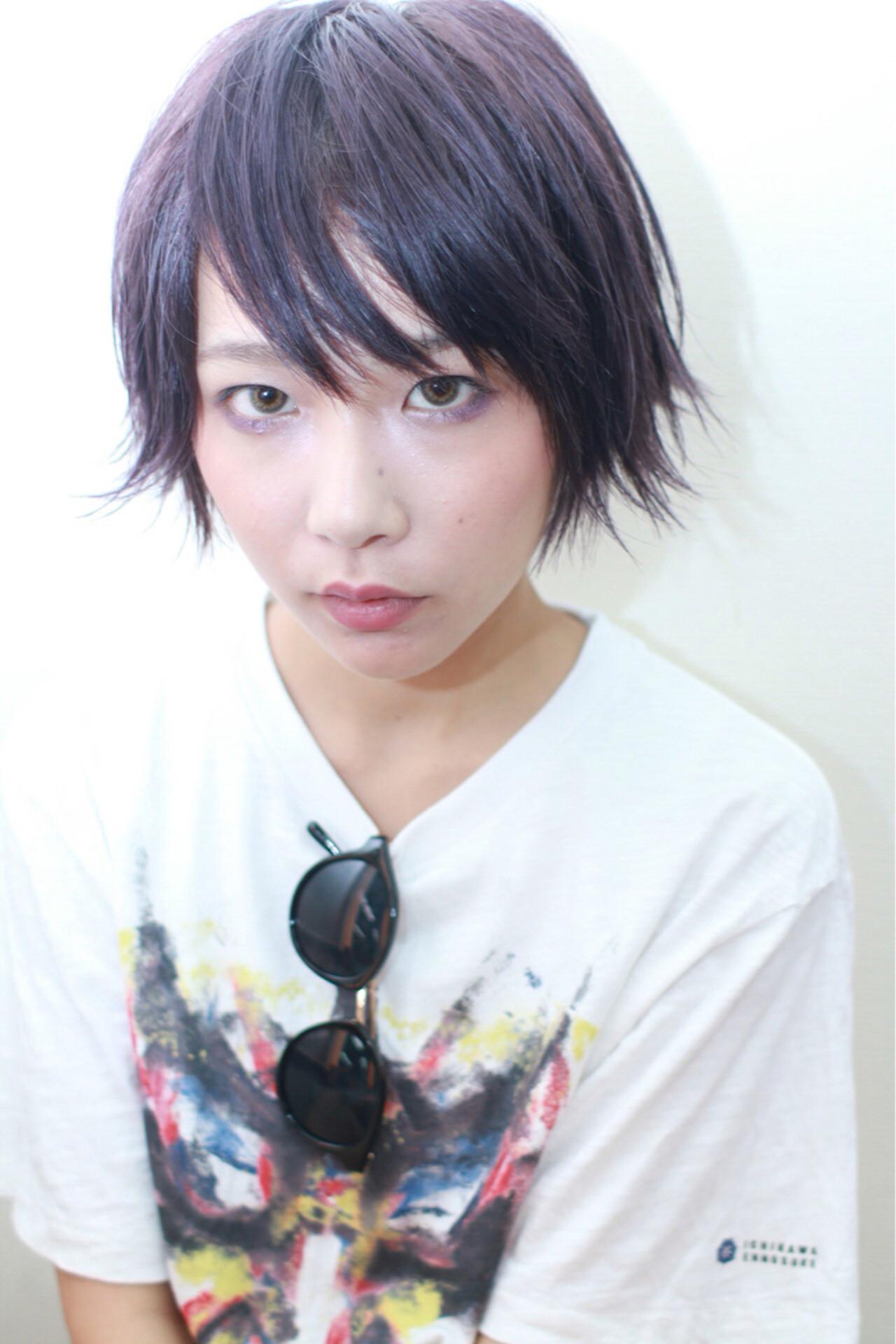ブルー ショート ウェットヘア ストリート ヘアスタイルや髪型の写真・画像