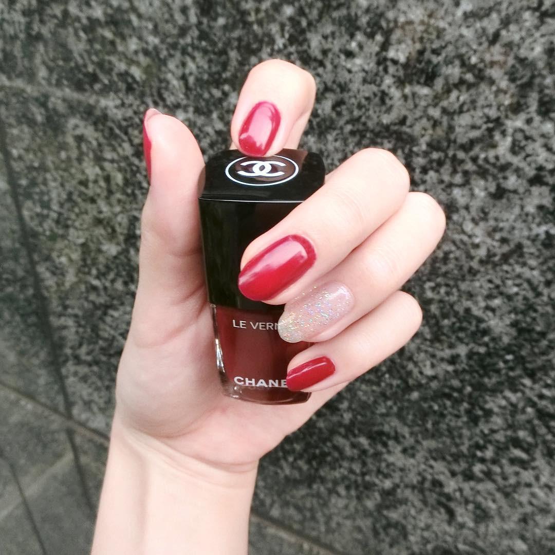 ハッとするほど鮮やかな赤 ラバーズ ヴェルニロングトゥニュ 528 tamaki.tsuneoka