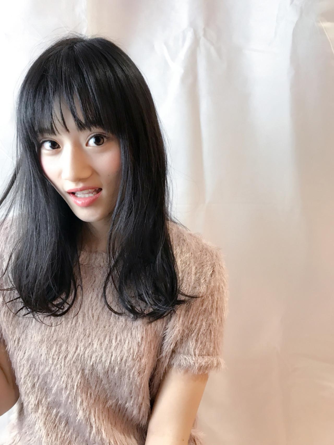 黒髪 フェミニン セミロング シースルーバング ヘアスタイルや髪型の写真・画像