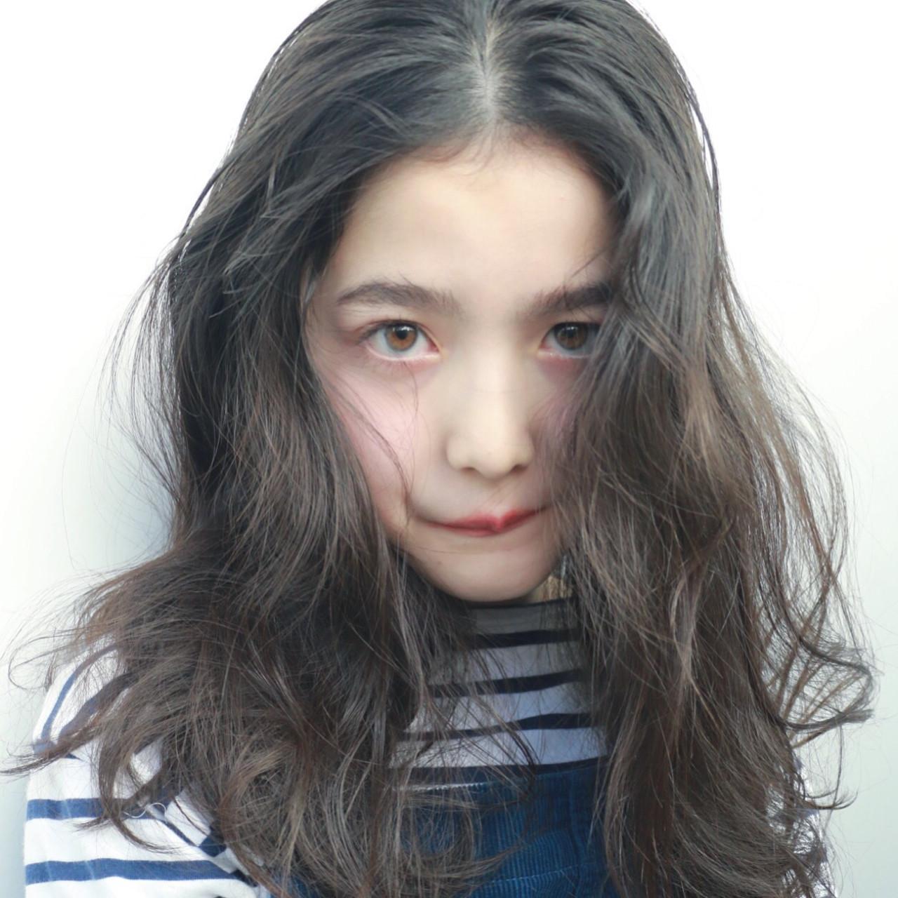 グレー 暗髪 ナチュラル セミロング ヘアスタイルや髪型の写真・画像