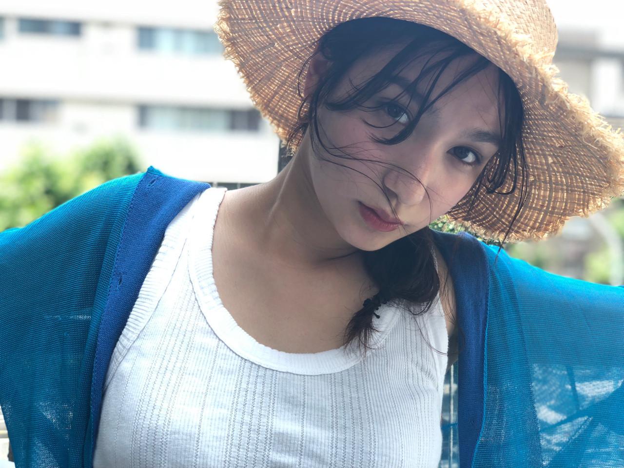 大人かわいい シースルーバング ヘアアレンジ セミロング ヘアスタイルや髪型の写真・画像