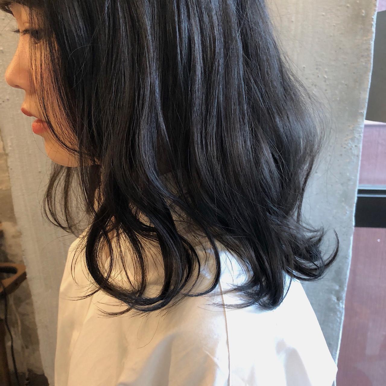 ウェーブ ナチュラル ゆるふわ 暗髪 ヘアスタイルや髪型の写真・画像