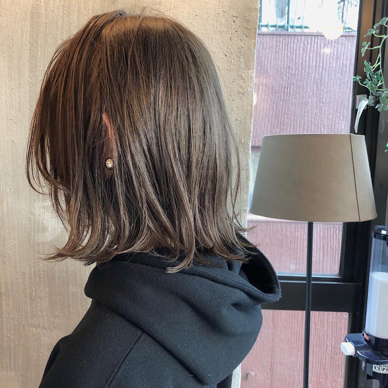 透明感 ミディアム くすみカラー ナチュラル ヘアスタイルや髪型の写真・画像