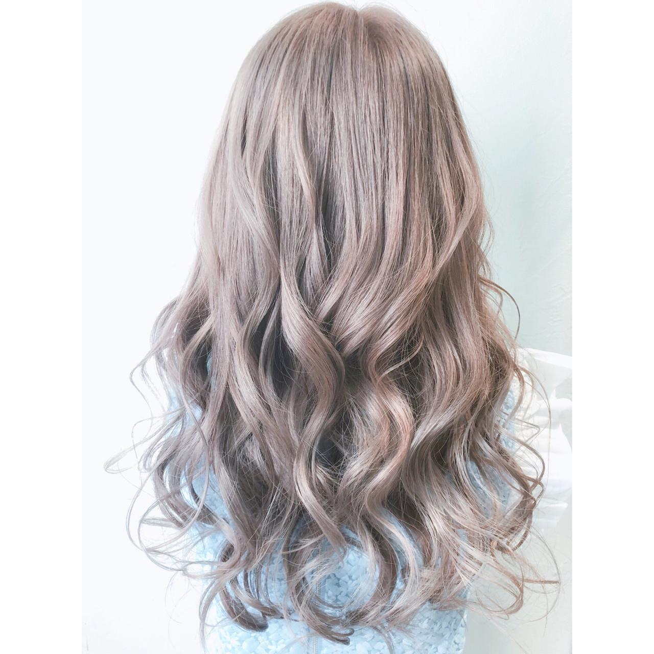 ハイトーン 簡単ヘアアレンジ イルミナカラー フェミニン ヘアスタイルや髪型の写真・画像