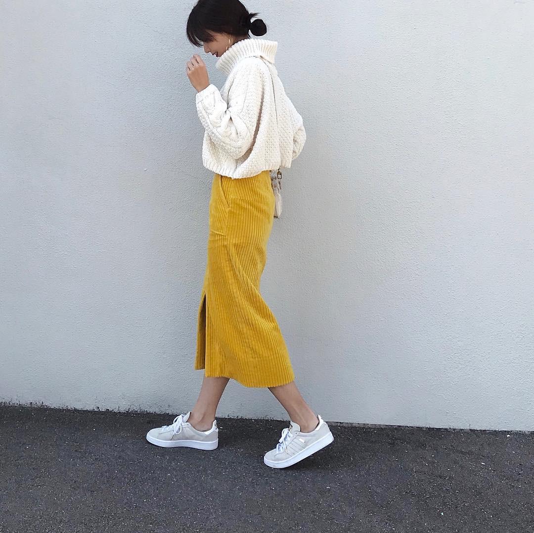 きれい色スカートにはホワイトのニット nagina001
