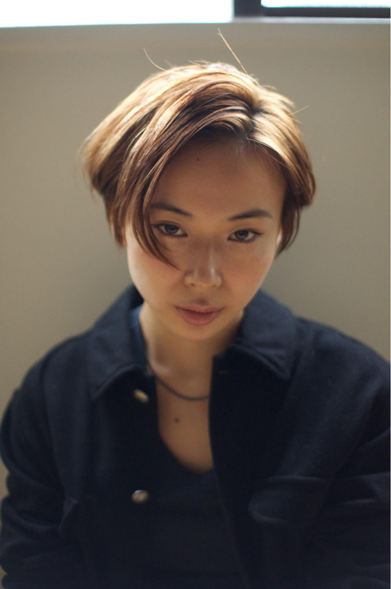 サイドアップ 耳かけ 黒髪 レイヤーカット ヘアスタイルや髪型の写真・画像