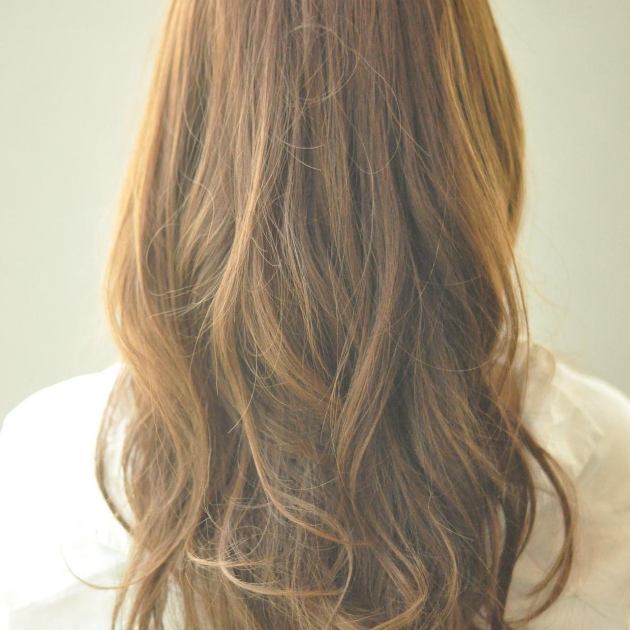 ロング ニュアンス ウェーブ イルミナカラー ヘアスタイルや髪型の写真・画像