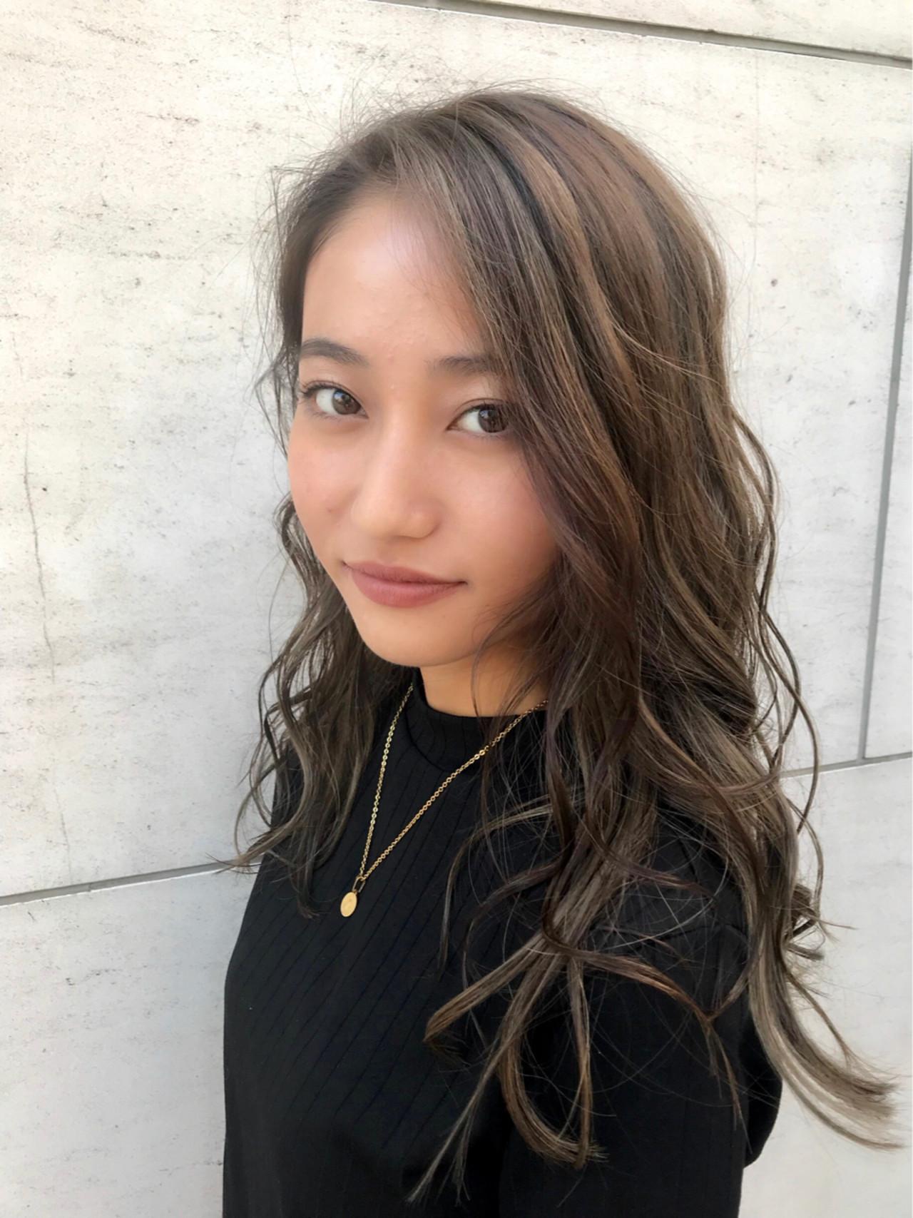 ハイライト 外国人風 ロング ニュアンス ヘアスタイルや髪型の写真・画像