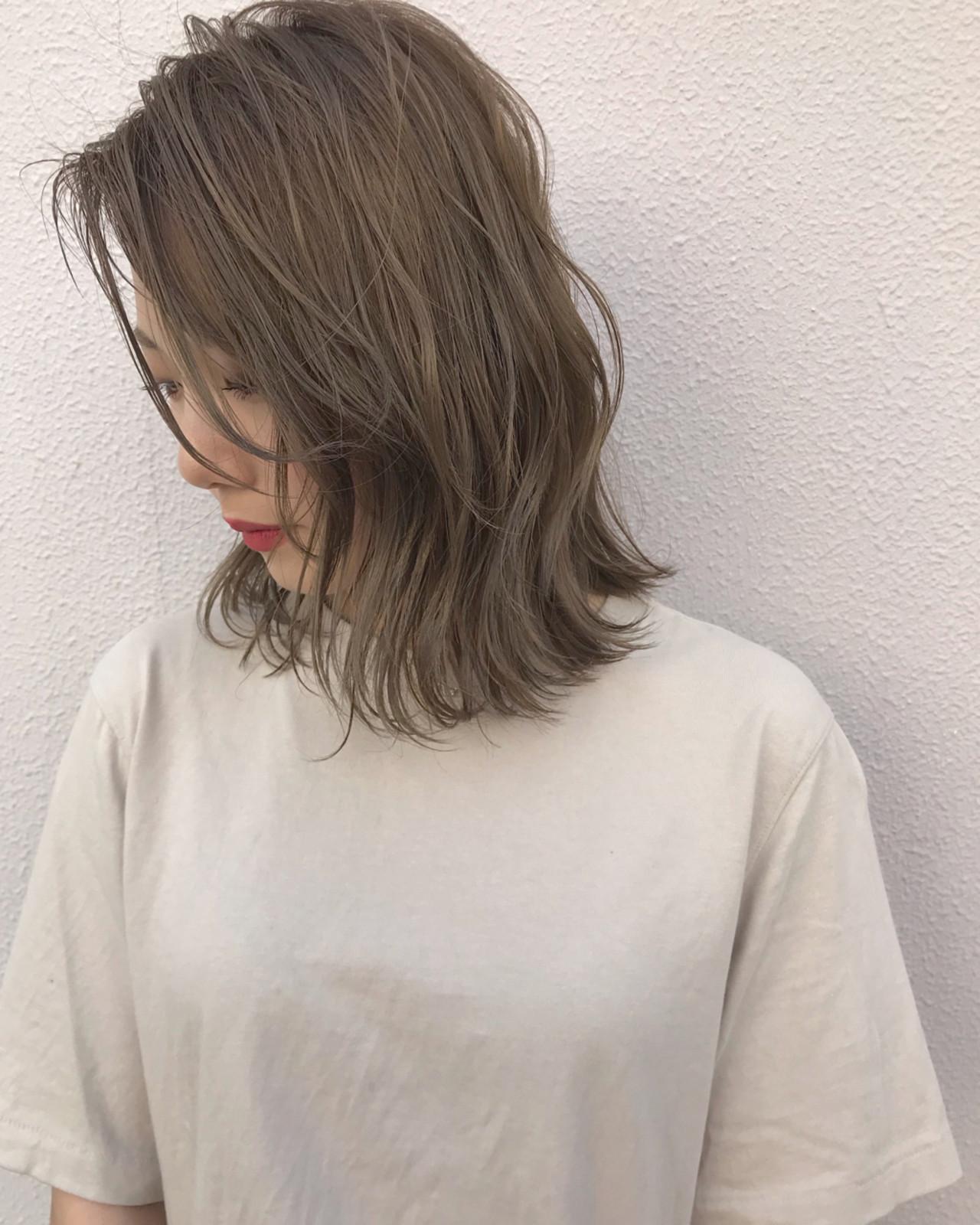 外ハネ ボブ 切りっぱなし ハイライト ヘアスタイルや髪型の写真・画像