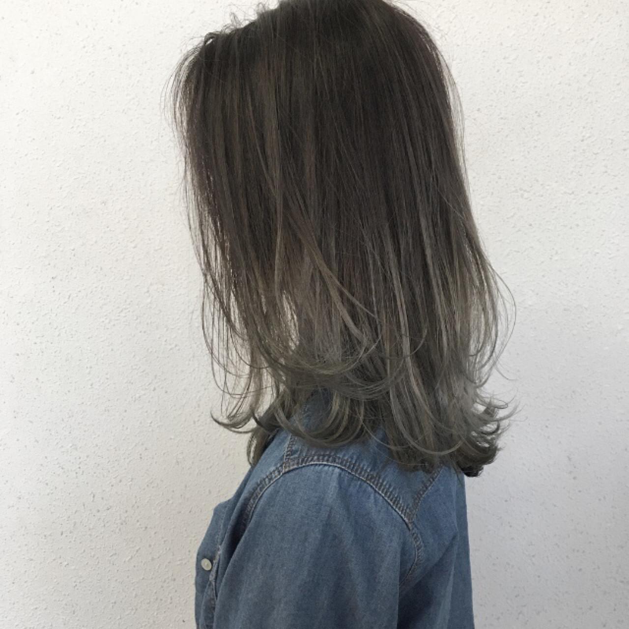 グレージュ ブリーチ グラデーションカラー ナチュラル ヘアスタイルや髪型の写真・画像