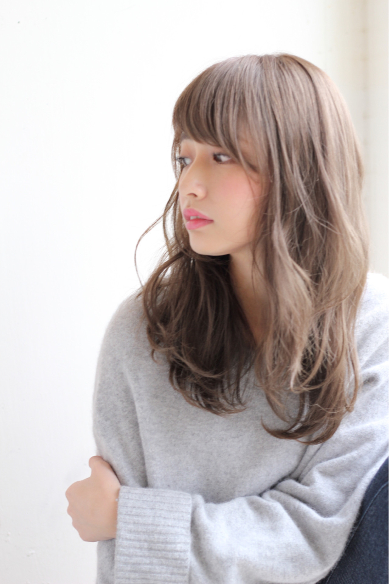 デート セミロング フェミニン 前髪あり ヘアスタイルや髪型の写真・画像