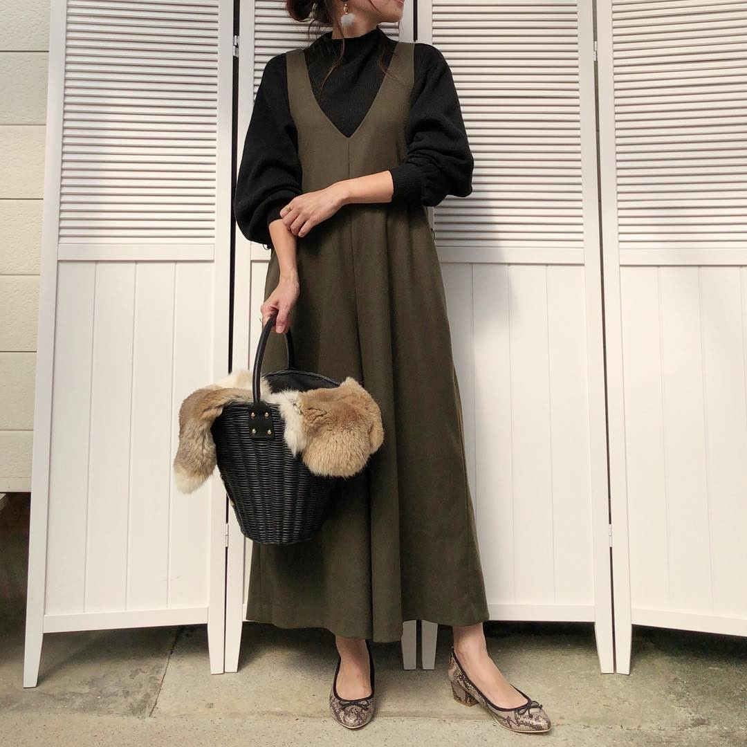 シックなカラーのジャンパースカート moyooonn