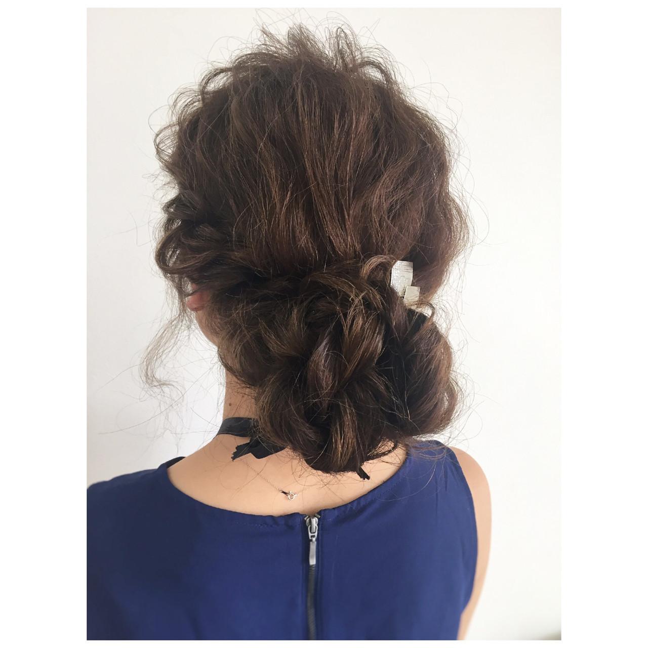 メッシーバン 大人かわいい シニヨン ミディアム ヘアスタイルや髪型の写真・画像