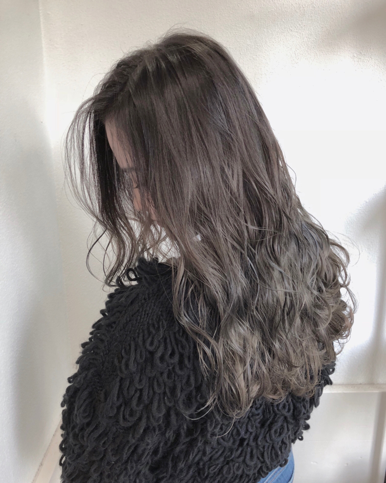 グラデーションカラー ハイライト グレージュ バレイヤージュ ヘアスタイルや髪型の写真・画像