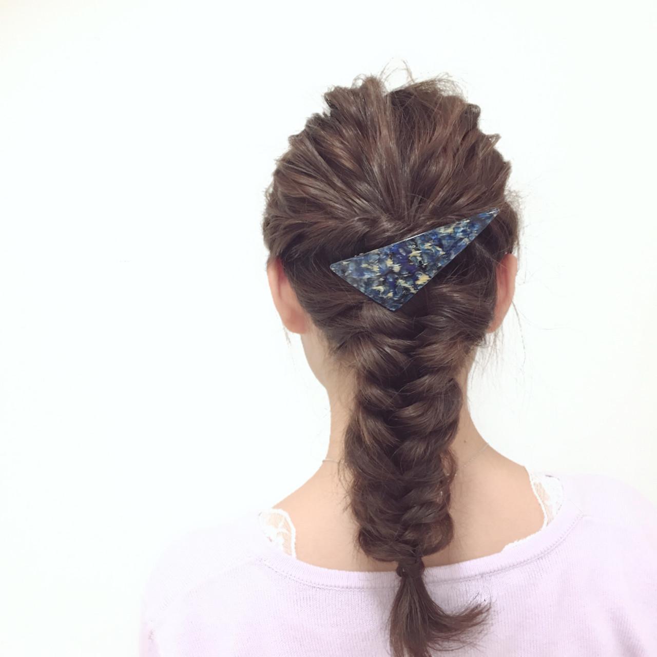 ミディアム ヘアアレンジ 編み込み フェミニン ヘアスタイルや髪型の写真・画像
