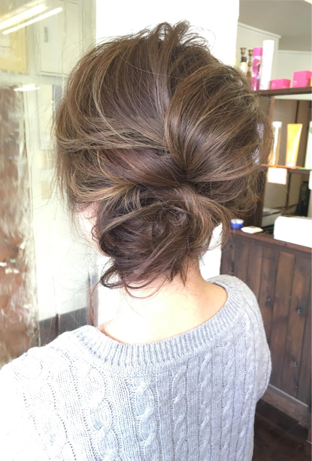 メッシーバン ミディアム お団子 ブルージュ ヘアスタイルや髪型の写真・画像