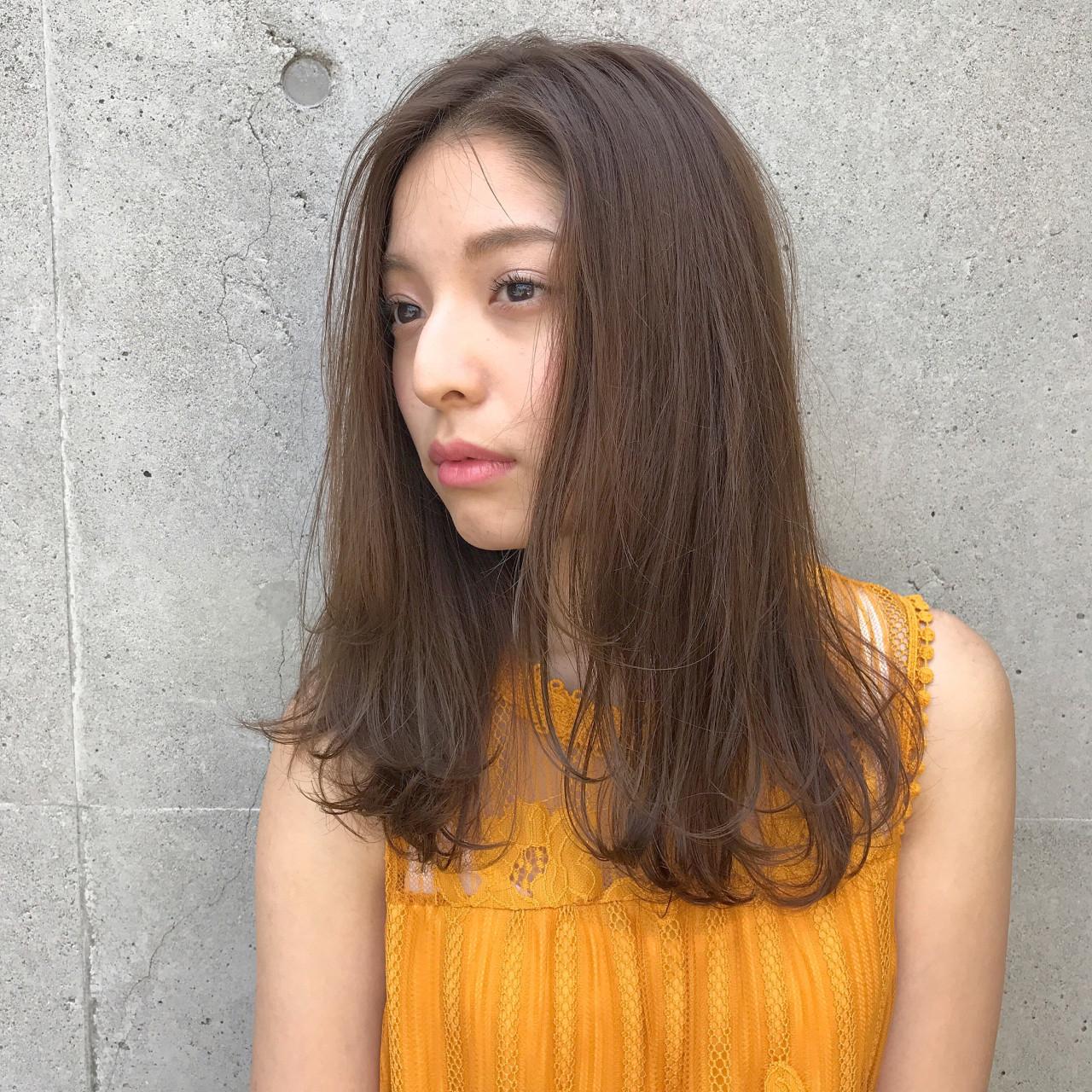 センター分け ナチュラル デート ストレート ヘアスタイルや髪型の写真・画像