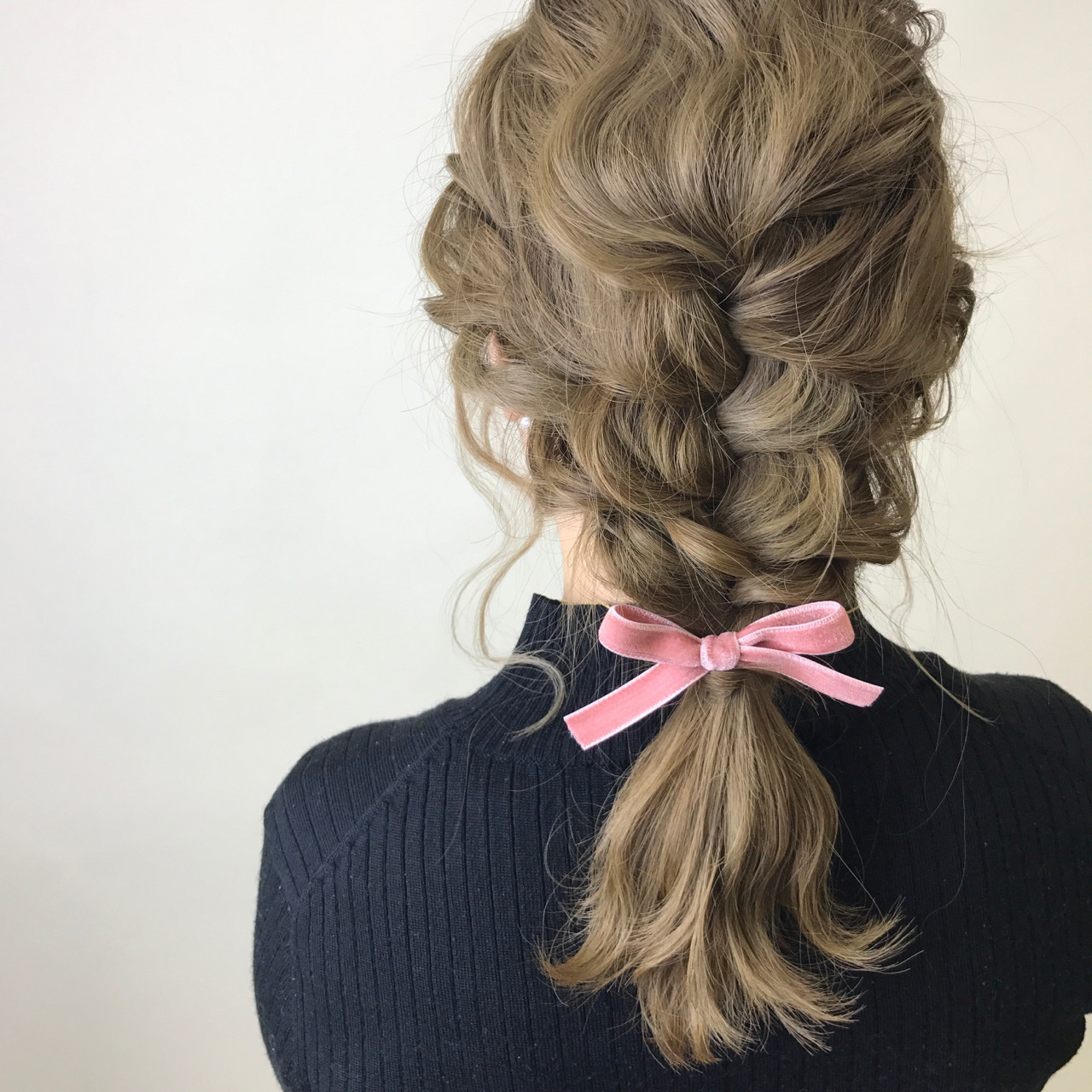 ナチュラル 編み込み ヘアアレンジ ミディアム ヘアスタイルや髪型の写真・画像