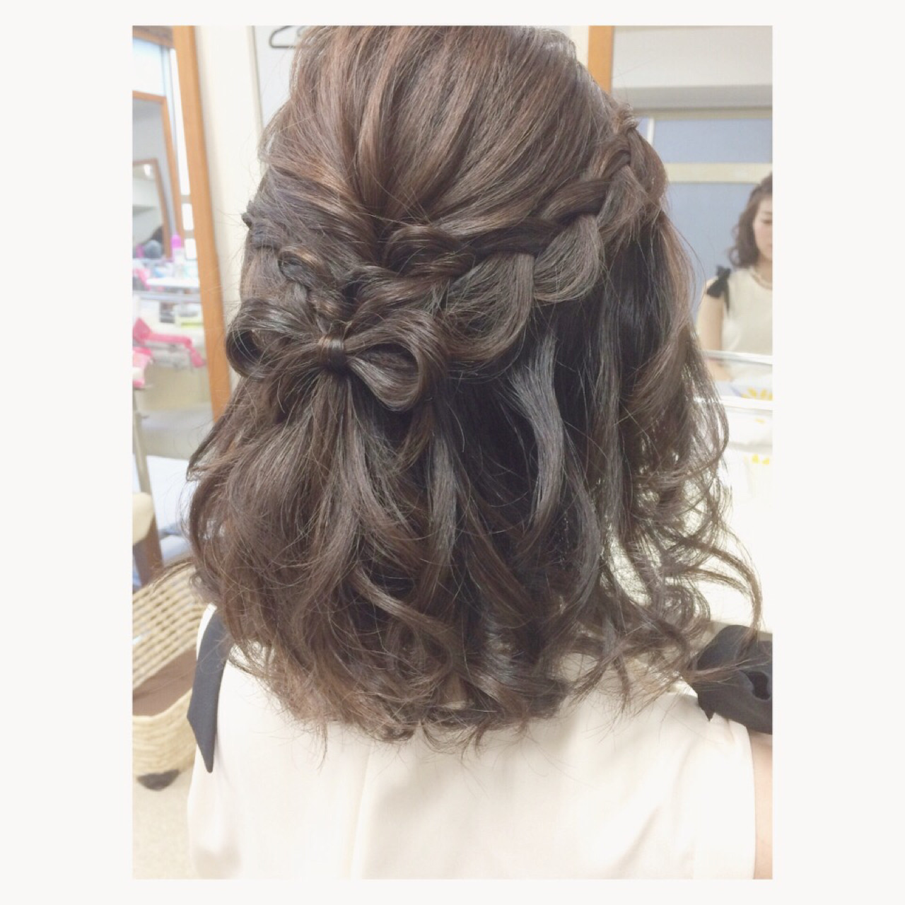 ミディアム ゆるふわ フェミニン ハーフアップ ヘアスタイルや髪型の写真・画像