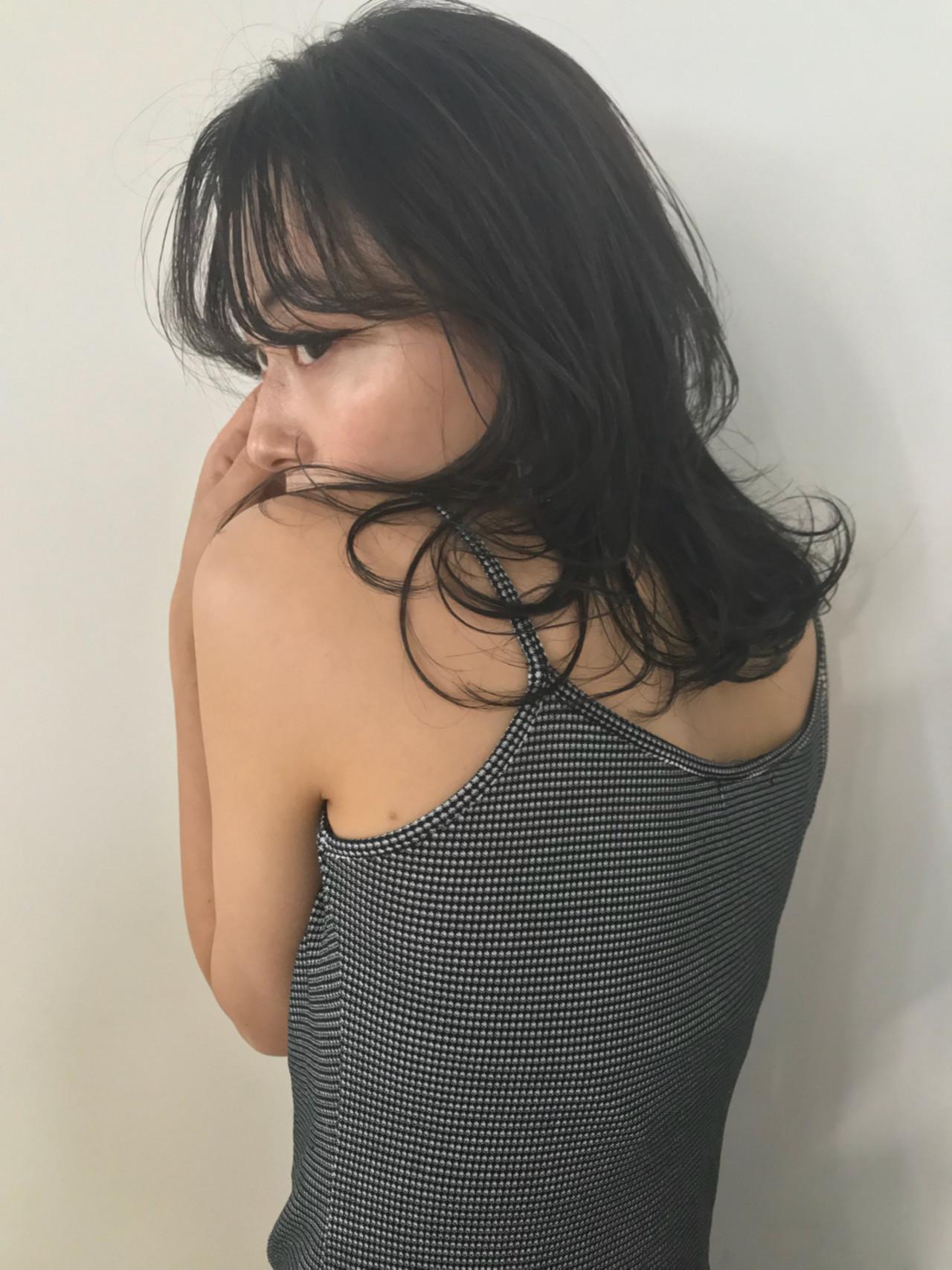 暗髪でおフェロなウルフヘアの完成♡ 東峰 愛
