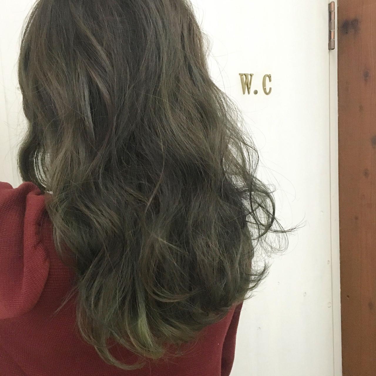 オリーブアッシュ グラデーションカラー ストリート グリーン ヘアスタイルや髪型の写真・画像