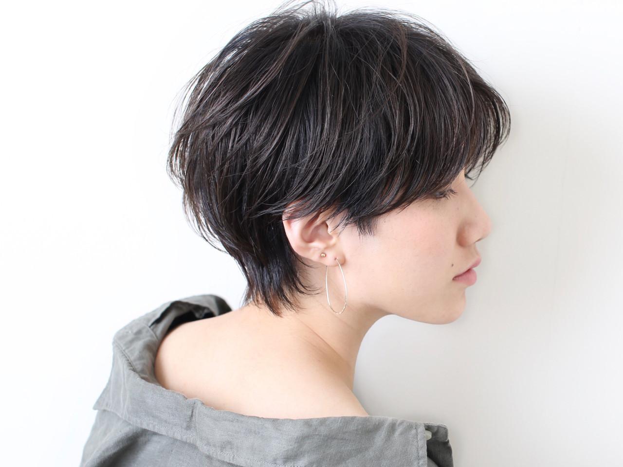 ナチュラル 黒髪 ウルフカット かっこいい ヘアスタイルや髪型の写真・画像