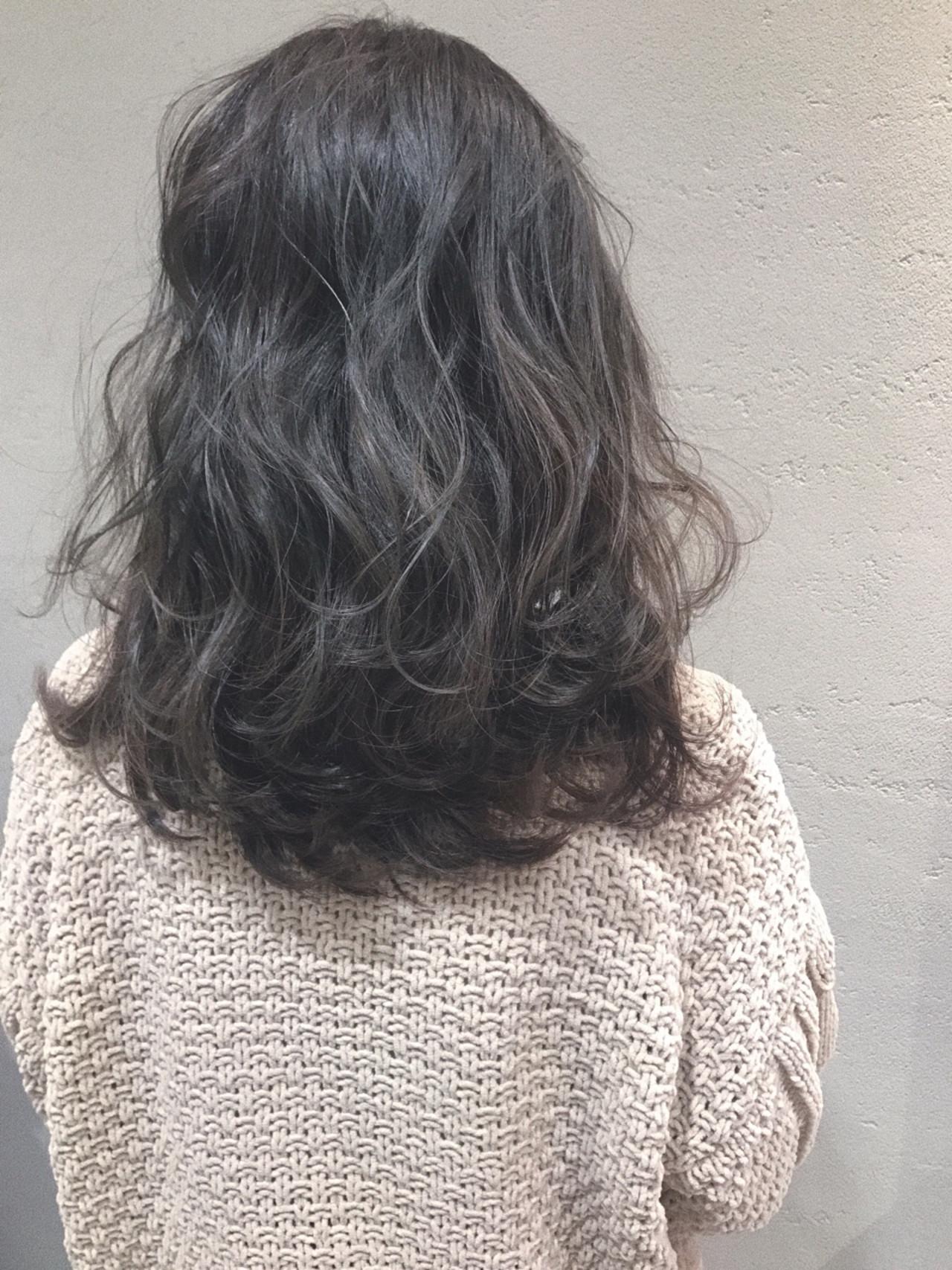 ハイライト 暗髪 フェミニン アッシュベージュ ヘアスタイルや髪型の写真・画像