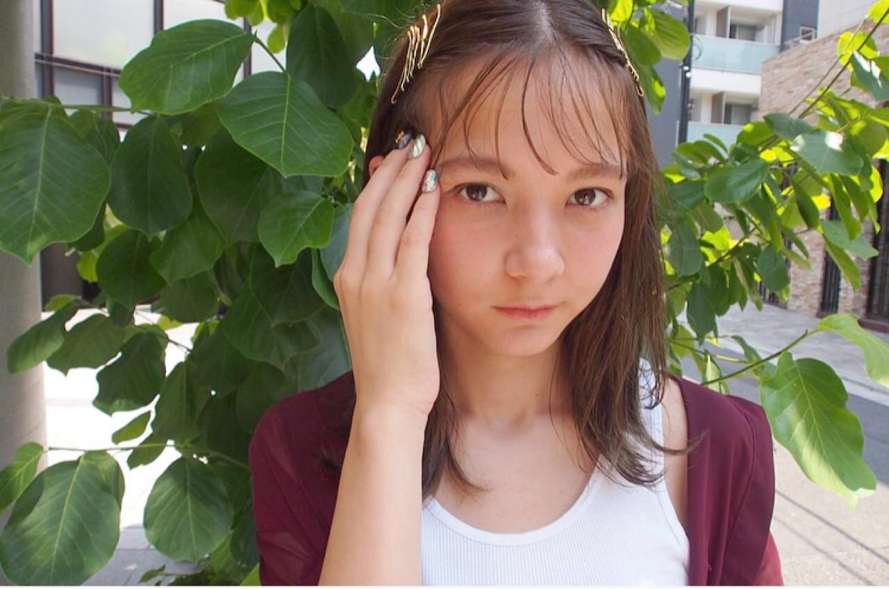 ヘアアレンジ 外ハネ ヘアピン 外国人風 ヘアスタイルや髪型の写真・画像