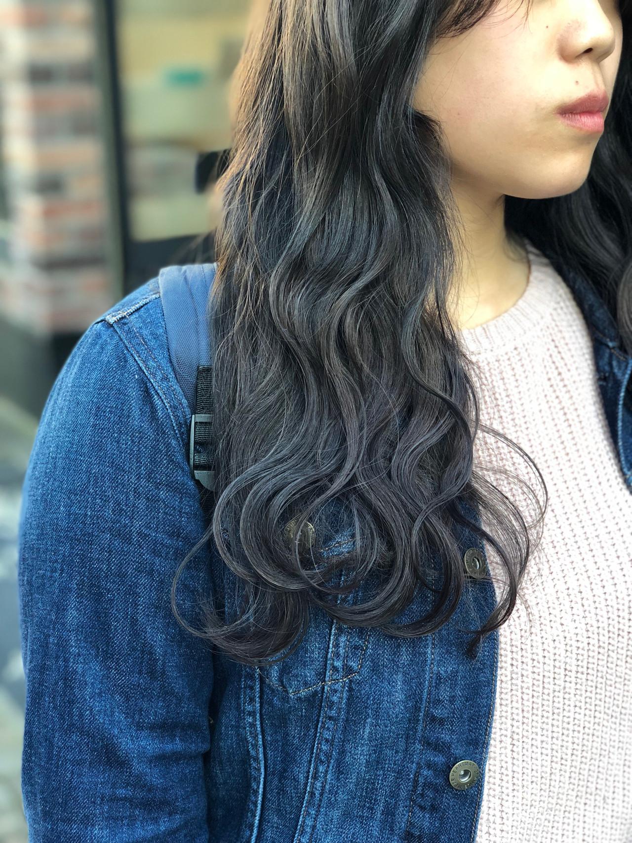 グレージュ 暗髪 ロング ブルージュ ヘアスタイルや髪型の写真・画像