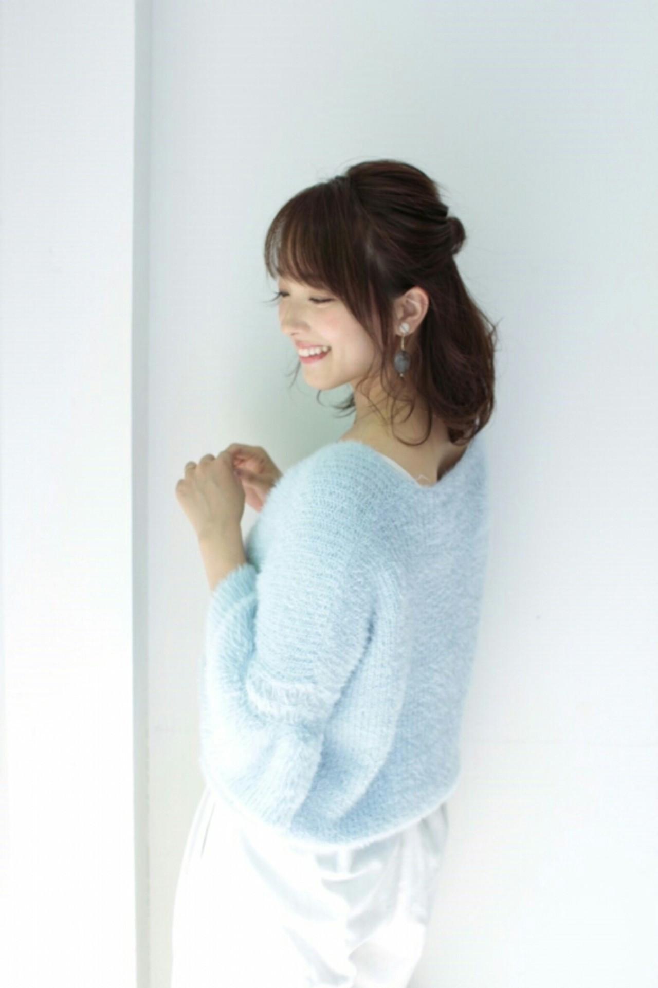 大人フェミニンならシンプルなハーフアップ! asuka