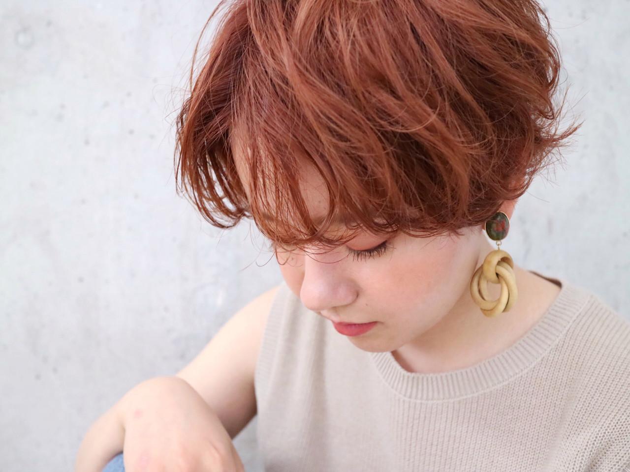 ショート オレンジ ナチュラル ブリーチ ヘアスタイルや髪型の写真・画像
