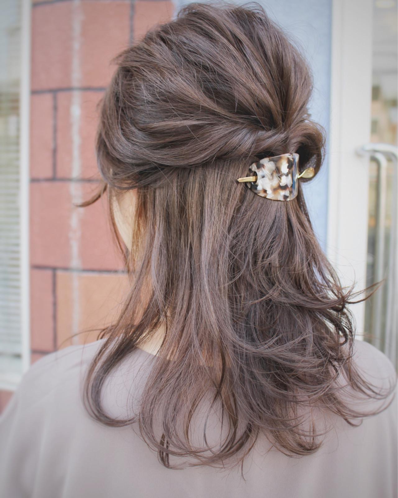 ルーズ ハーフアップ アップスタイル 大人女子 ヘアスタイルや髪型の写真・画像