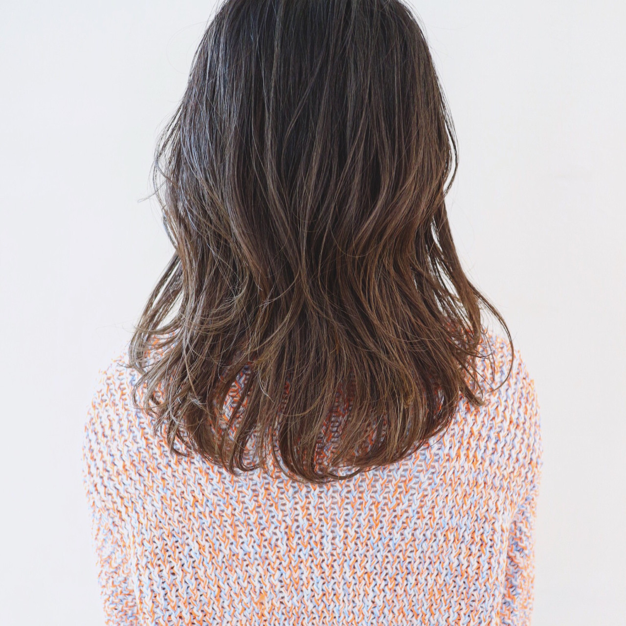 デート フェミニン バレイヤージュ グレージュ ヘアスタイルや髪型の写真・画像