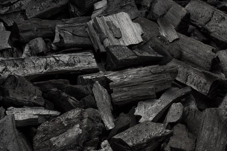不純物や有害物質を吸着する効果のある活性炭