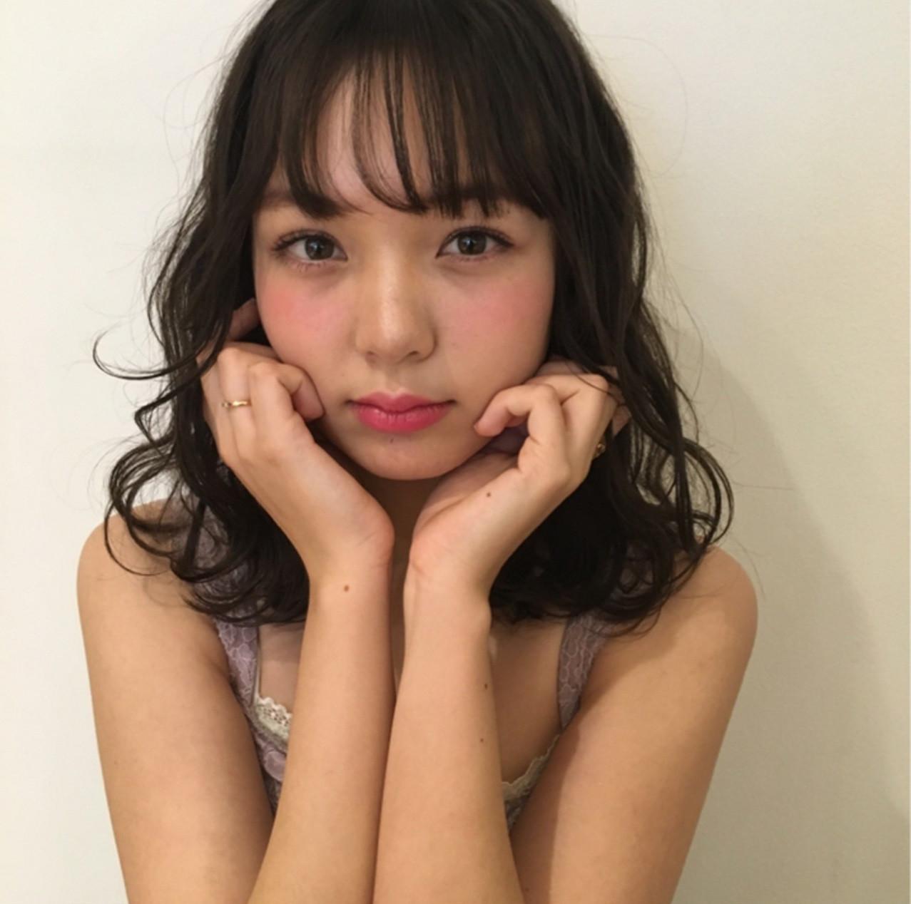 ミディアム ガーリー デート デジタルパーマ ヘアスタイルや髪型の写真・画像