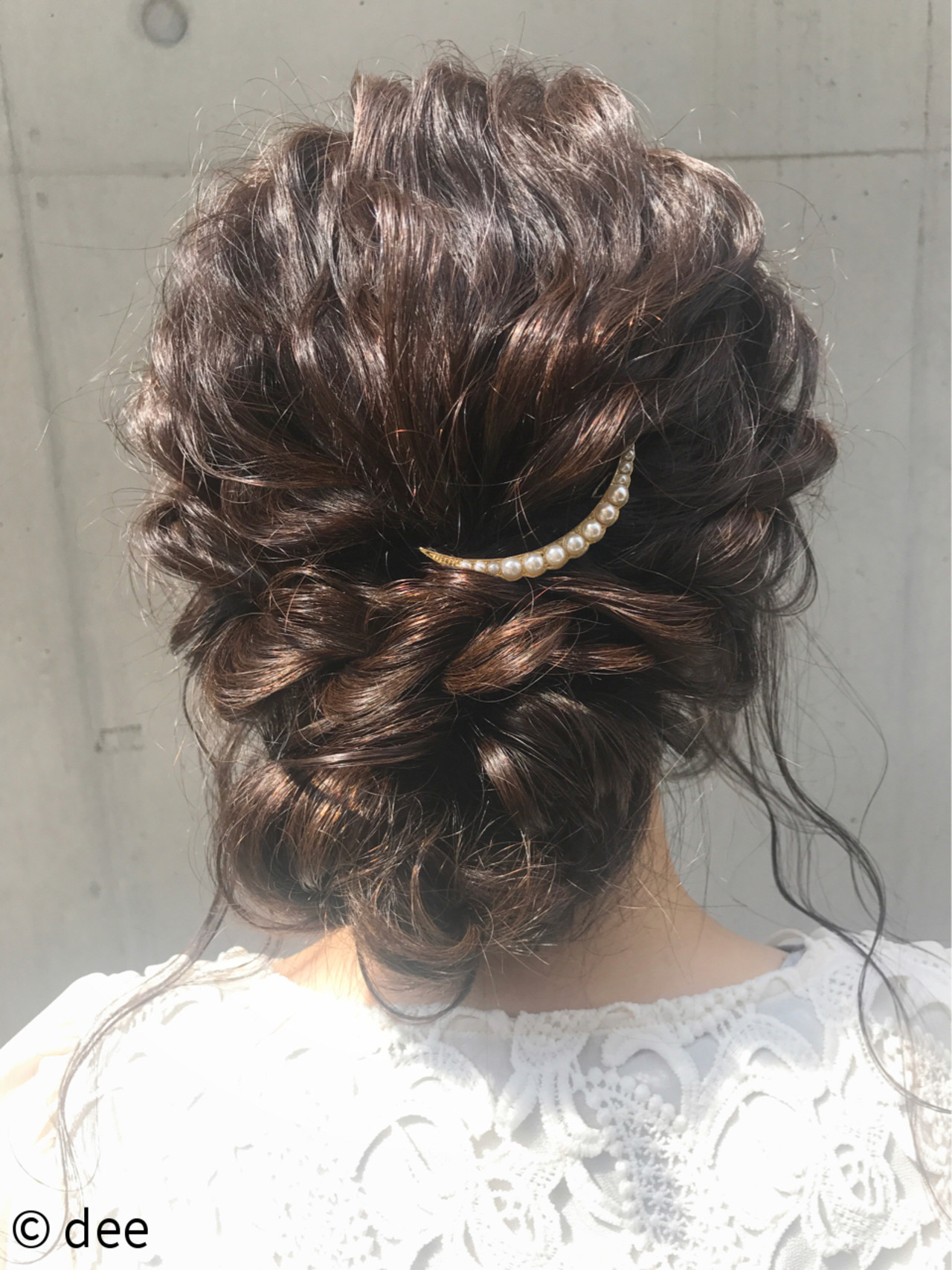 バレッタ使いのまとめ髪が色っぽいツヤ髪スタイル♡ dee