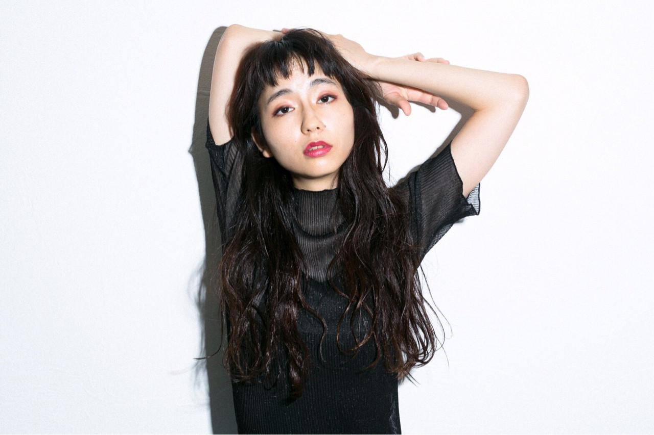 エアリー感のあるニュアンスカールロング Emiko Nakanishi | MAULOA