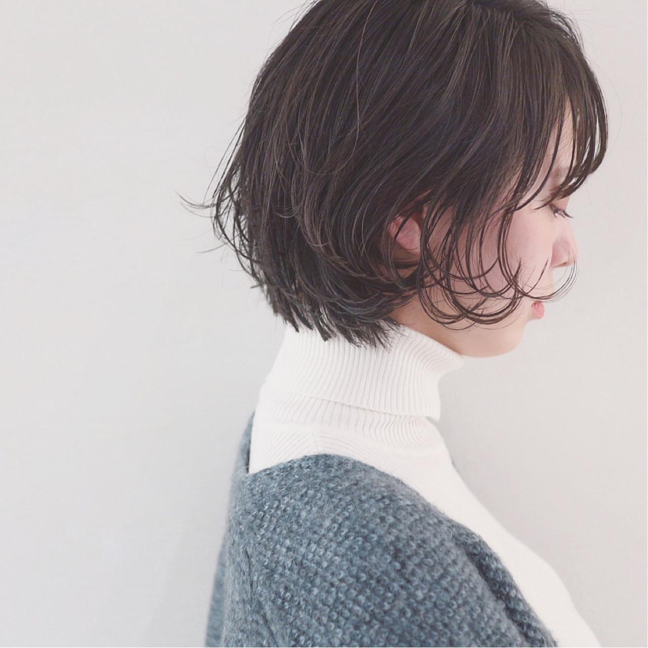 顔周りにハラリと落ちる髪で丸顔をオシャレにカバー 三好 佳奈美