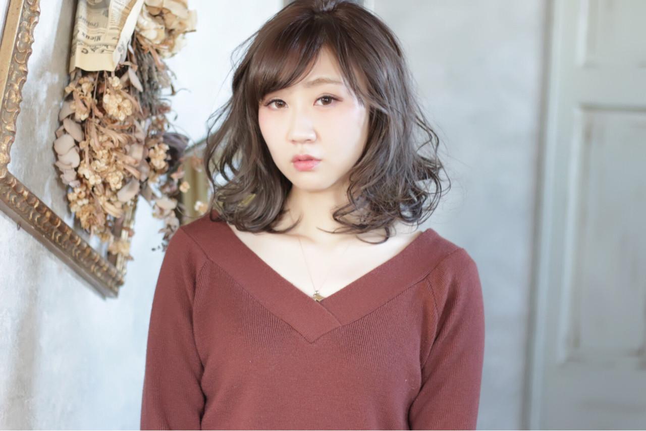 流し前髪×ふんわりカールで顔に丸みを付ける♪ tomonari | iroiro (イロイロ)