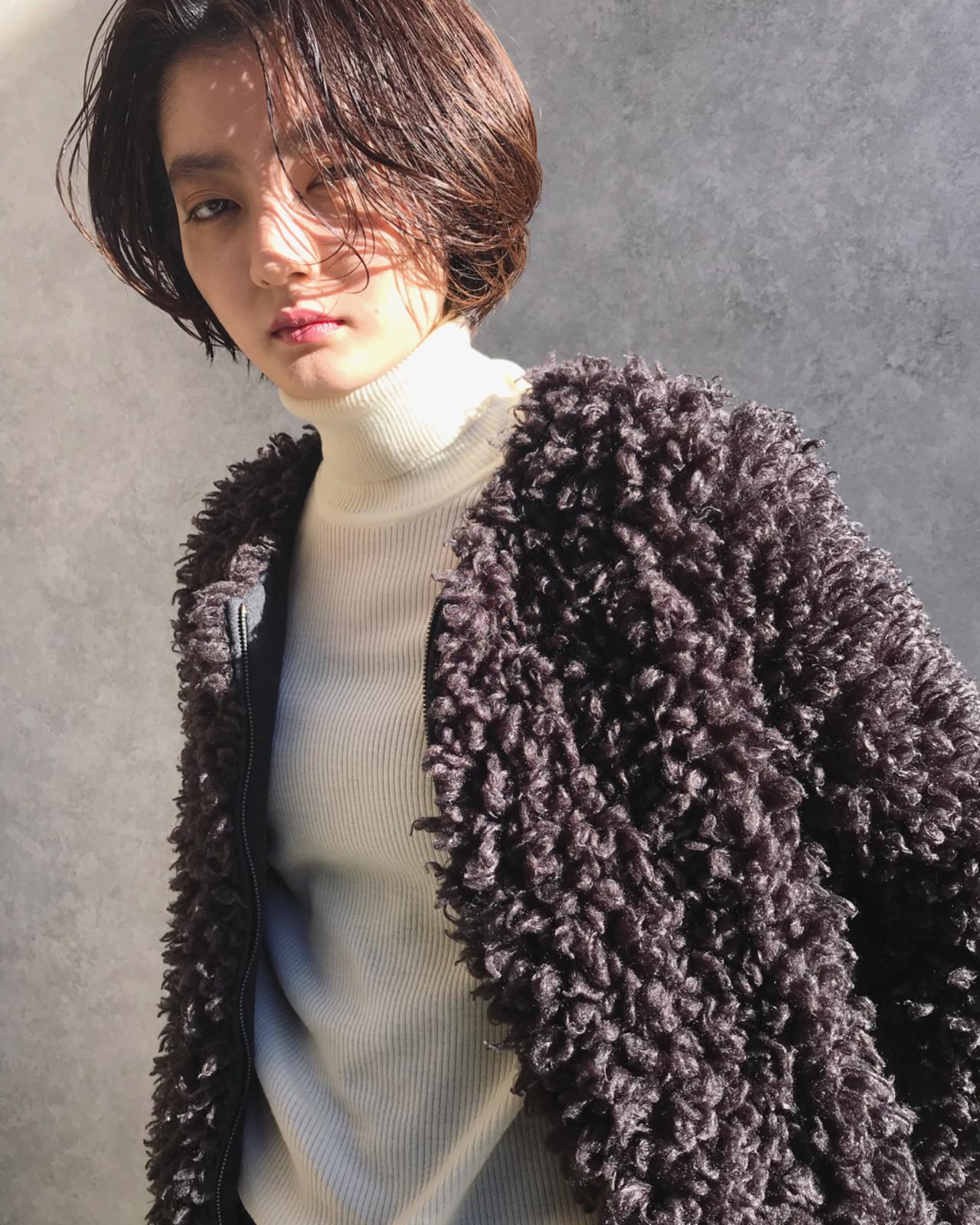 フェミニン かっこいい 透明感 暗髪 ヘアスタイルや髪型の写真・画像
