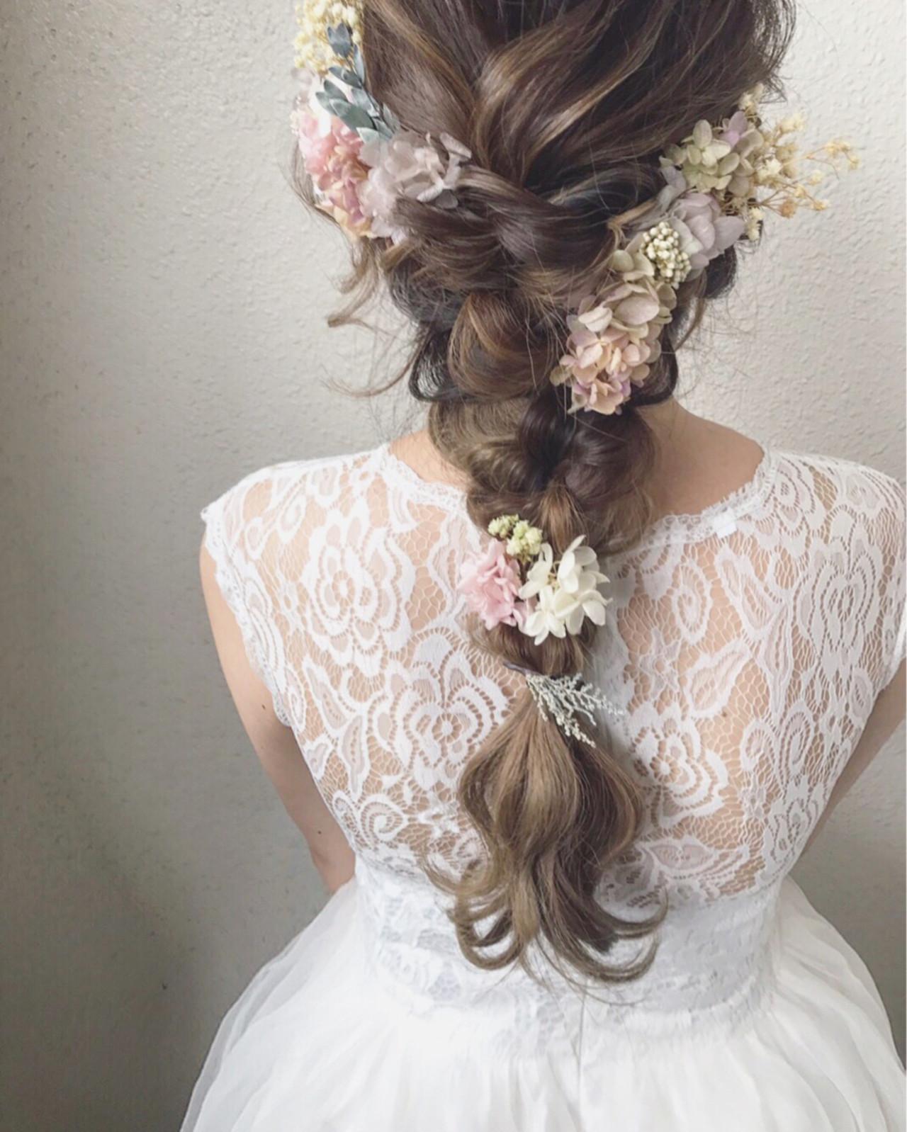 ロングヘアはフィッシュボーンに花を散らしたヘアが人気 カワノ ヨウヘイ