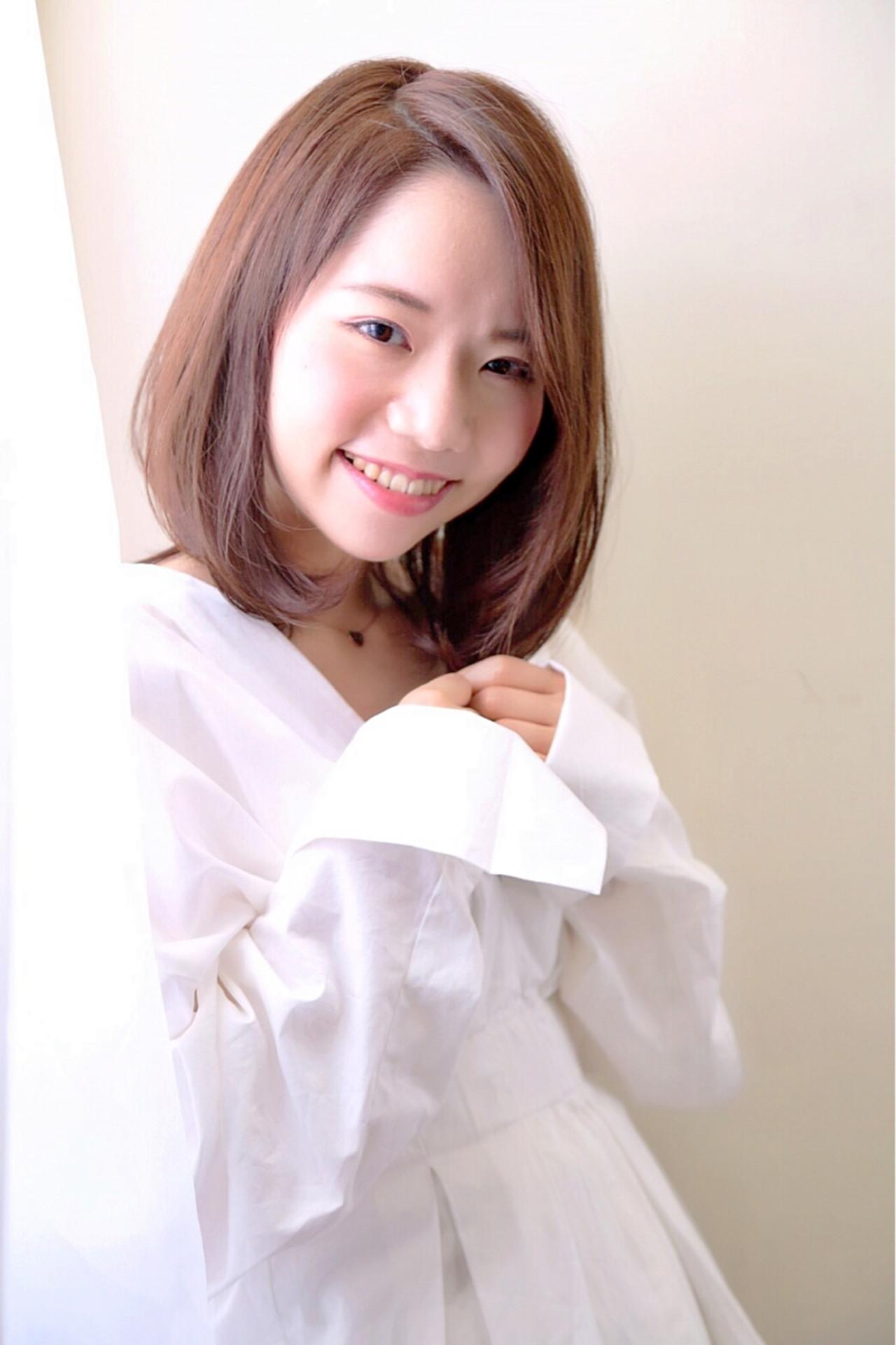 大きめ斜めバングが色っぽいセンターパートミディ 大嶋 理紗