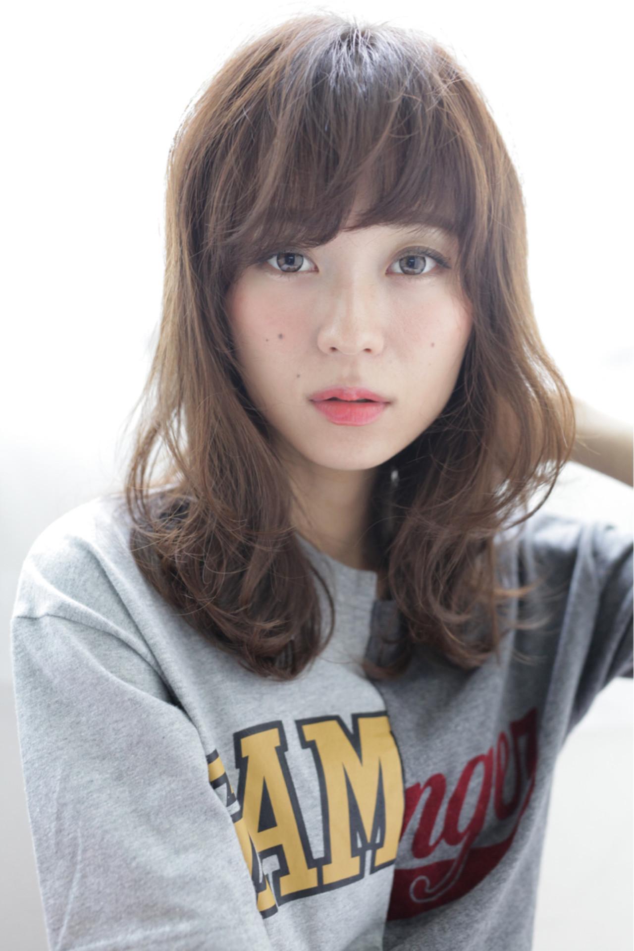 パーマ ミディアム 重めバング デジタルパーマ ヘアスタイルや髪型の写真・画像