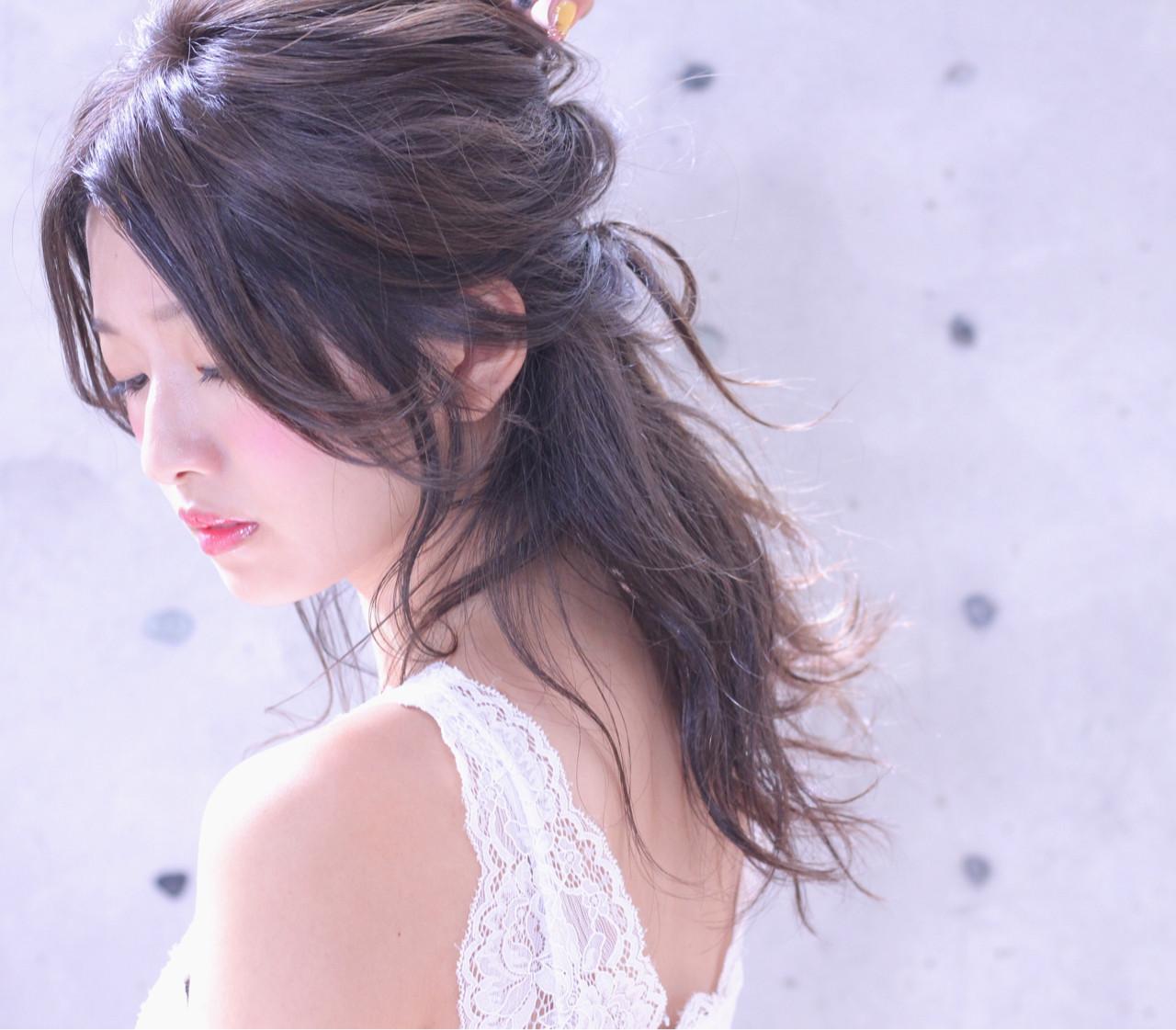 基本のハーフアップでふわっとやわらかい女性に♡ Wataru Maeda | cache cache