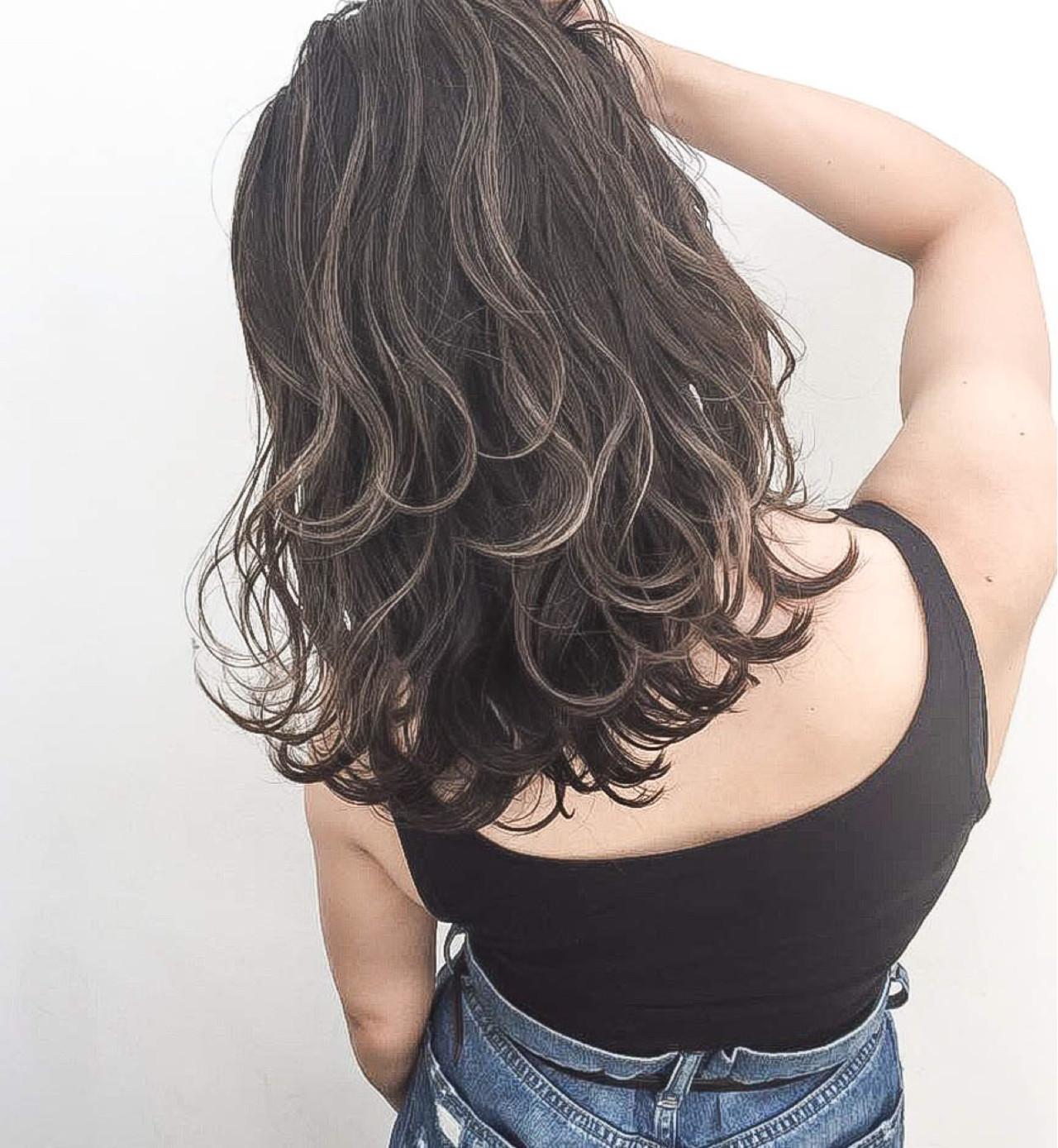ウェーブ 外国人風 アンニュイ ハイライト ヘアスタイルや髪型の写真・画像
