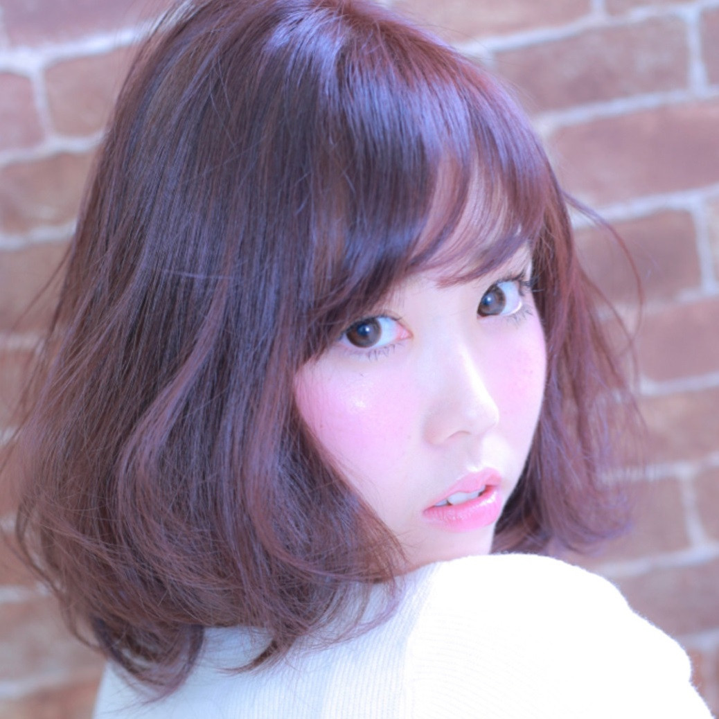 人気のヘアカラーはピンクブラウン!女性らしさ満点カラーに挑戦