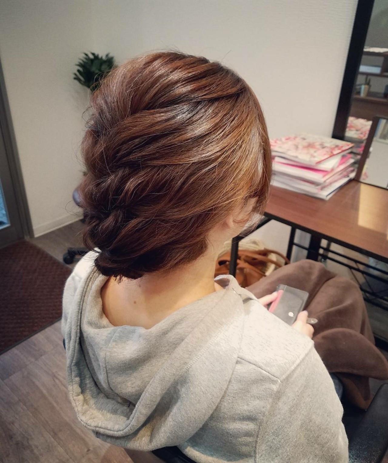 編み込み ミディアム ヘアアレンジ ナチュラル ヘアスタイルや髪型の写真・画像