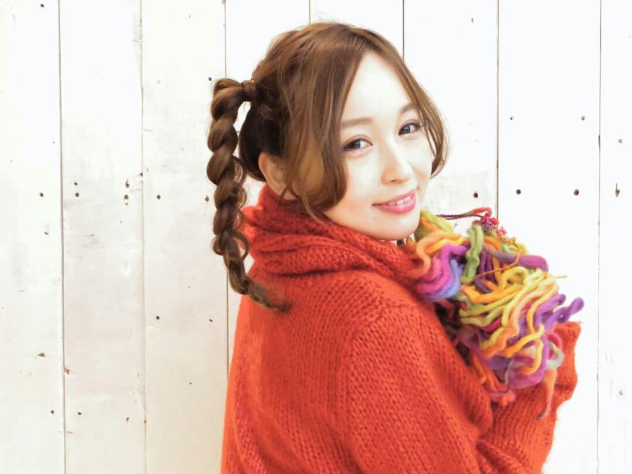 サイド寄りの三つ編みポニーテール KUMA | hair make PUR