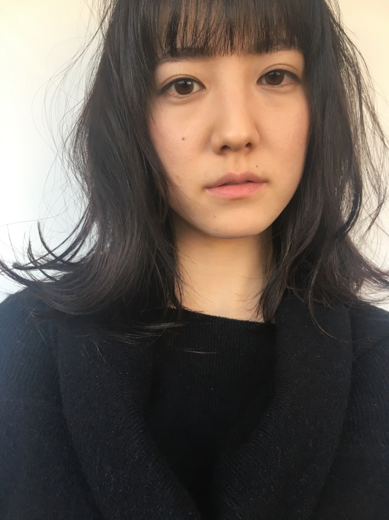 ゆったりしたカールで黒髪でも抜け感を演出 Yousuke Yamaura
