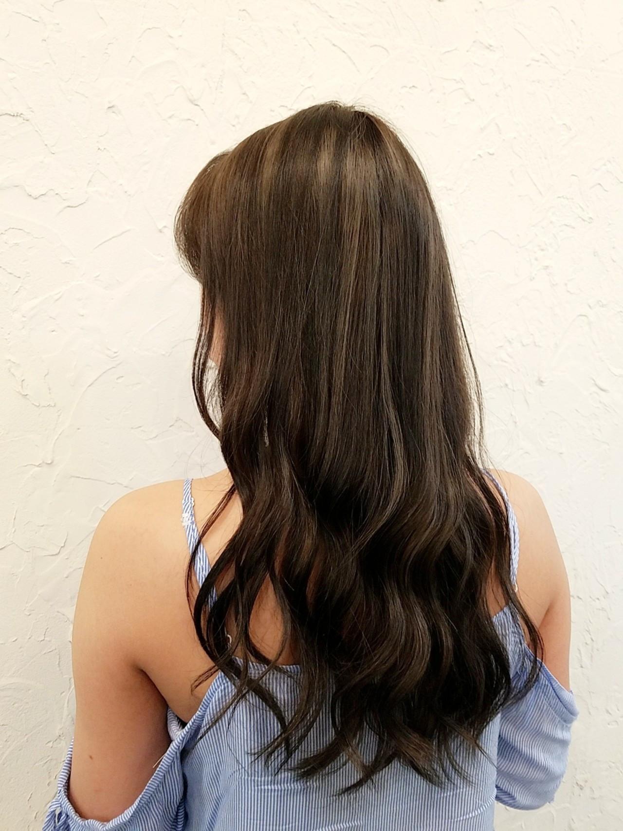 ロング 3Dカラー フェミニン イルミナカラー ヘアスタイルや髪型の写真・画像